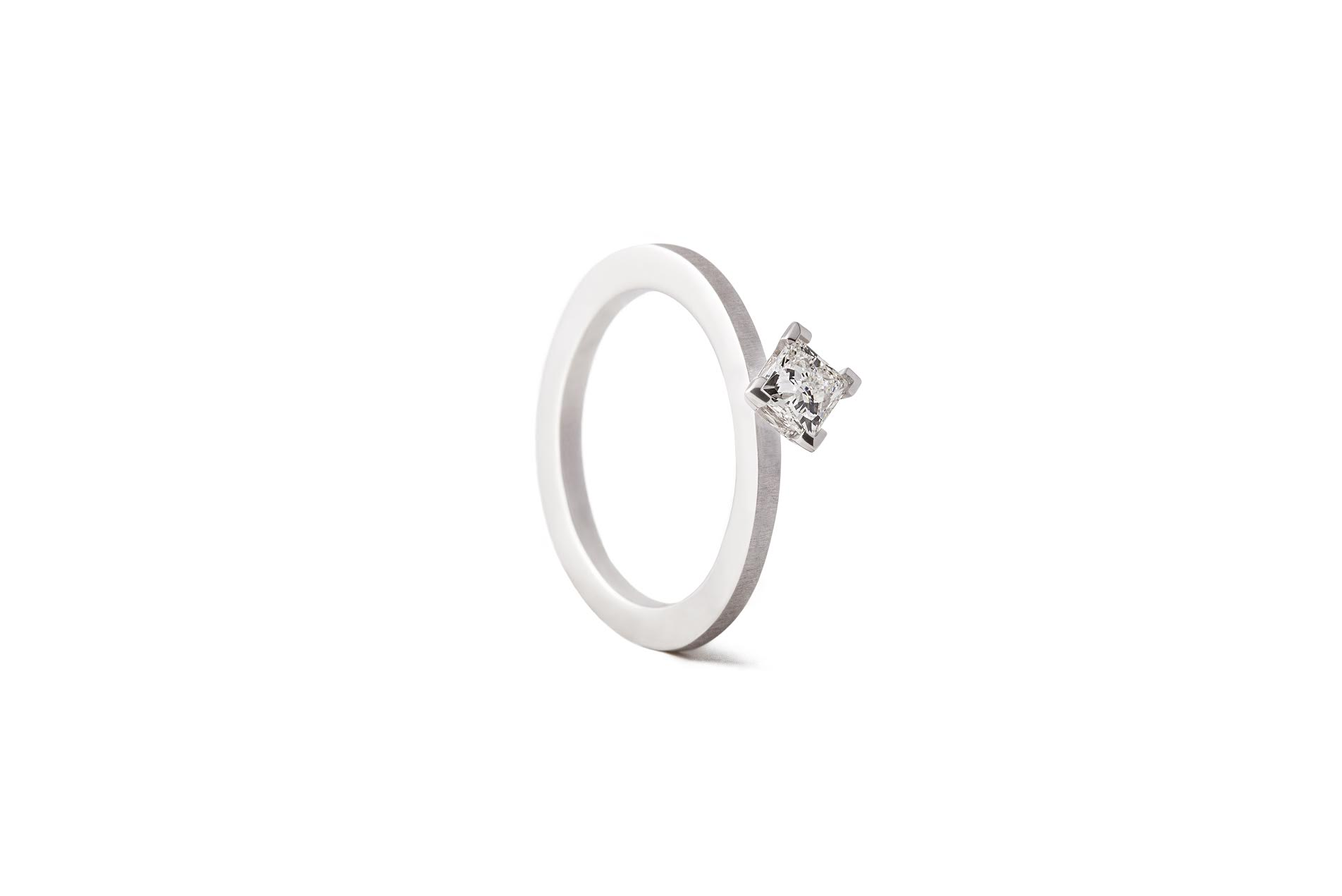 CREST M RING 18K WHITE GOLD PRINCESS DIAMOND 0.40CT