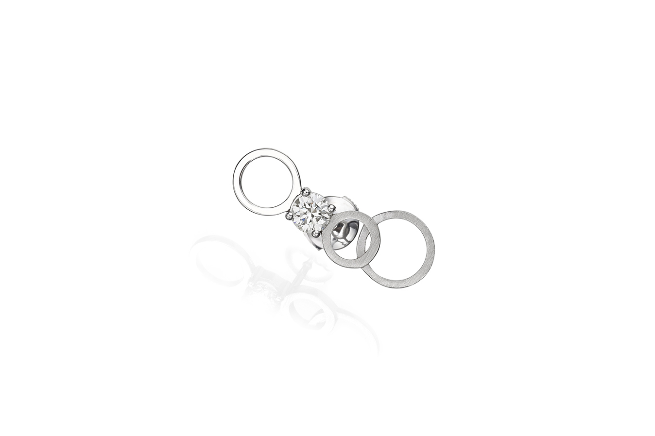 CIRCULAR A EARRING 18K WHITE GOLD 0.30 CT DIAMOND